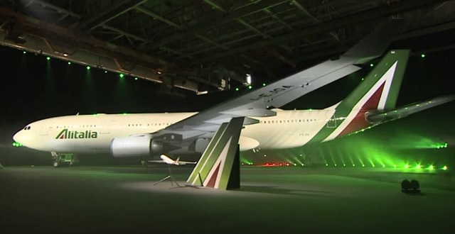The livery remains similar to its previous iconic design, which has remained relatively unchanged for many years, the most noticeable difference being a bolder tailfin and the green band being removed from the fuselage.