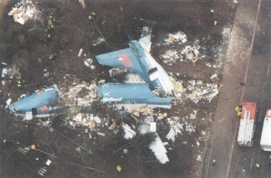 British_Midland_737_G-OBME,_Kegworth,_8_January_1989