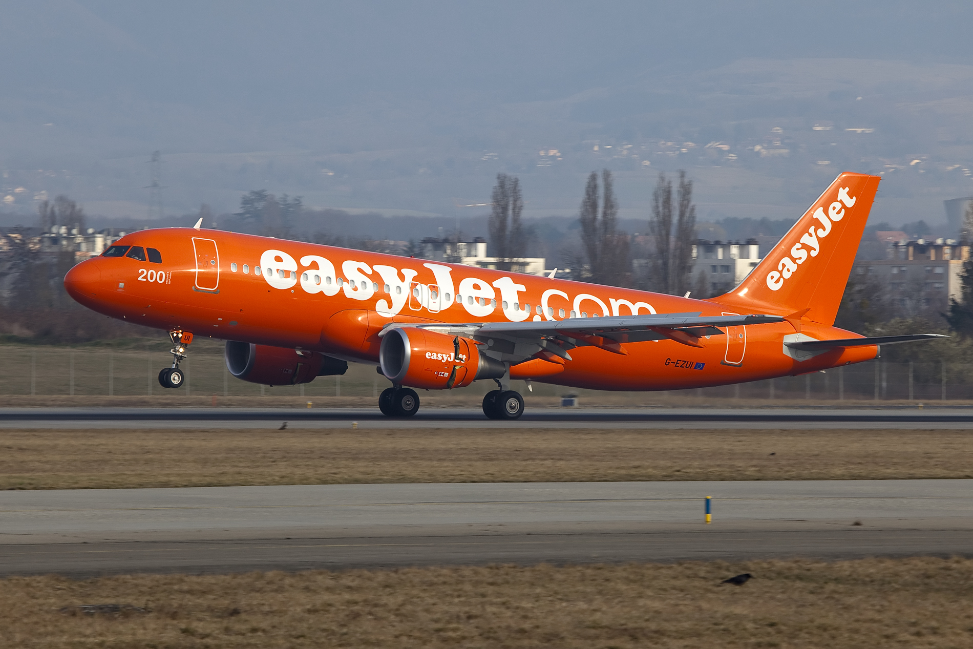 easyJet recieves its 200th aircraft G-EZUI