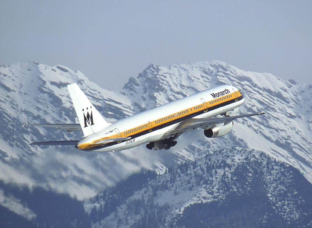 Monarch_Airlines_Boeing_757-200_Innsbruck_Wedelstaedt
