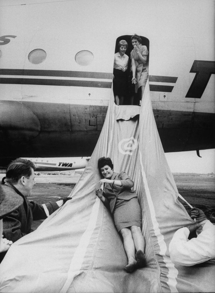 b64c25e9d53bcf25af0e61bcfd25ddb1–vintage-airline-vintage-travel
